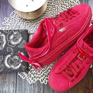 NWOT W Puma Suede Platform Sneakers